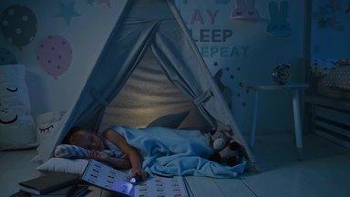 子供部屋で寝ている息子
